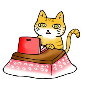 コタツでデスクワークする猫